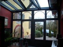 Viktorianischer-Wintergarten-an-Historischem-Gebaeude_1