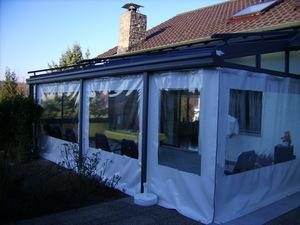 Terrassendach mit Wetterschutz aus Plane, die schnelle und günstuge Alternative